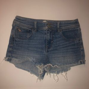 {ABERCROMBIE} raw hem cut off shorts